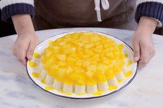 Aprenda fazer a Receita de Doce de abacaxi. É uma Delícia! Confira os Ingredientes e siga o passo-a-passo do Modo de Preparo! Dairy, Pudding, Cheese, Desserts, Food, Sweet Recipes, Tailgate Desserts, Deserts, Custard Pudding