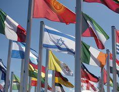 Bandeiras expostas na Conferência do Clima de Marrakesh, no Marrocos (Foto: Fadel Senna/AFP)