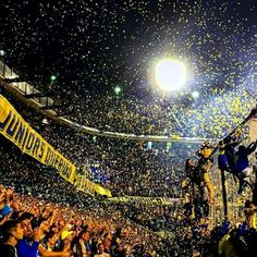 La hinchada más hermosa del mundo ! Football Photos, Football Fans, Lorenzo Lamas, Ultras Football, Tiger Art, Roger Waters, Most Beautiful Cities, Thug Life, Sports Illustrated