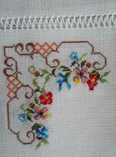 Simple Cross Stitch, Cross Stitch Rose, Cross Stitch Borders, Cross Stitch Samplers, Cross Stitch Flowers, Cross Stitch Designs, Cross Stitch Patterns, Crochet Bedspread, Crochet Motif