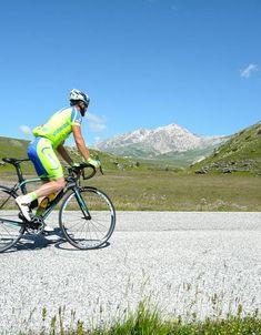 Cicloturismo | Regione Abruzzo - Dipartimento Turismo, Cultura e Paesaggio Sailing Courses, Adriatic Sea, Tourist Information, Cappadocia, The Visitors, Mountaineering, Sangria, Touring, Montana