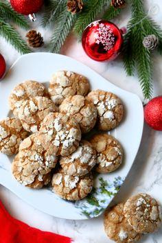 Pitkäaikainen haaveeni pehmeistä piparkakuista toteutui. Nämä tomusokerilla kuorrutetut ilmavat keksit ovat ihanan meheviä ja kuohkeita. Soft Gingerbread Cookies, Cereal, Goodies, Xmas, Christmas, Treats, Candy, Baking, Breakfast