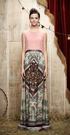 Saia Longa A Grande Atração | Carola e sua Cartola | Antix Store Indian Fashion, Retro Fashion, Boho Fashion, Fashion Outfits, Maxi Skirt Outfits, Modest Outfits, Look Boho, Maxi Styles, Boho Chic
