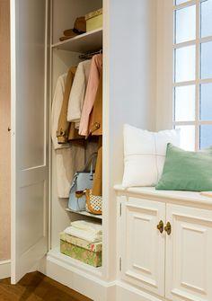 Planifica el recibidor ideal · ElMueble.com · Escuela deco Ideas Armario, Surface Table, Bed Parts, Window Furniture, Closet Bedroom, Condominium, Furniture Making, Ideas Para, Sweet Home