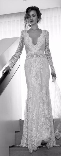Hola chicas! Les cuento que ya salió la nueva colección de Lihi Hod!! Es una colección para novias arriesgadas, modernas, sexy y vanguardistas. En la colección encontramos vestidos ceñidos al cuerpo con diferentes telas, muchas de ellas con encaje y