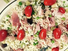 This morning cold rice with artichokes, mushrooms, cucumber, tuna, sweet peas, olives, tomato and ham. You how you do it?