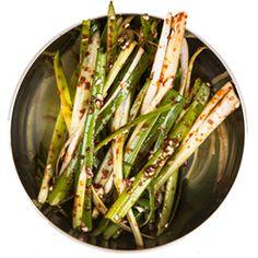 MOKJA is een idee van Ae Jin Huys, een jonge Gentse met Koreaanse roots. De Koreaanse keuken bracht haar dichter bij haar afkomst. MOKJA, letterlijk 'Let's Eat'. Een uitnodiging tot een Koreaanse culinaire ontdekking.