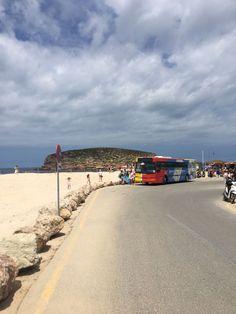 Ayúdanos a proteger el litoral: Recuerda que en Ibiza hay 30 playas conectadas, a las que puedes ir en bus. Respeta las zonas de aparcamiento y, por favor, no contamines con plásticos o colillas la arena de las playas más bellas del Mediterráneo. Please, go to the beach by bus and respect limited parking areas for enviromental and safety reasons. Please, help us to keep clean all the Ibiza wonderful beaches. #sustainabletravel Ibiza, Parking, Country Roads, Littoral Zone, Beaches, Parking Space, Ibiza Town