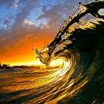 波が美しく崩れる瞬間を撮影した『クラーク・リトル写真展』