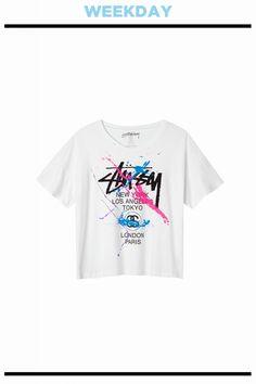 グラフィックが主張するプリントTシャツ。Tシャツ¥6,500/STÜSSY WOMEN(ステューシーウィメン ハラジュク)