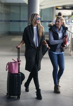 Low Cost Insurance Plan For The Welfare Of Your Loved Ones Gigi Hadid Airport Style Estilo Gigi Hadid, Gigi Hadid Style, Celebrity Airport Style, Facon, Coco Chanel, Fashion Outfits, Travel Outfits, Style Fashion, Style Inspiration