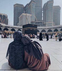 Beautiful Muslim Women, Beautiful Hijab, Hijabi Girl, Girl Hijab, Islamic Images, Islamic Pictures, Muslim Girls, Muslim Couples, Muslim Family