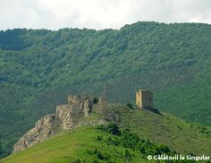 Explore the ruins of a lost Transylvania fortress, Coltesti, located in a dream landscape, at the foothills of the Apuseni Mountains. Medieval Town, Alba, Beautiful World, Adventure Travel, Monument Valley, Places To Visit, Castle, Mountains, Landscape