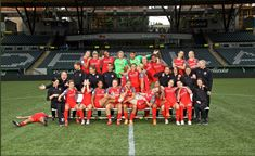 Portland Thorns 2018 squad Soccer Players, Soccer Teams, Portland Thorns, Tobin Heath, Soccer Pictures, Oregon, Squad, Sports, Football