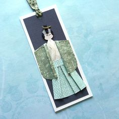 Handmade bookmark featuring samurai origami doll. Made with high quality Yuzen Washi paper and origami paper. Dimension: 6 x 15cm (aprox. 2