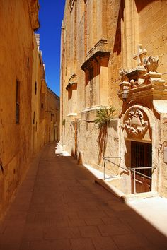 Alley in Mdina, Malta.the silent city. I loved Malta! Beautiful Islands, Beautiful World, Beautiful Places, Malta Mdina, Places Around The World, Around The Worlds, Destinations, Malta Island, Destination Voyage
