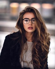 Cute Glasses, Girls With Glasses, Girl Glasses, How To Wear Makeup, Glasses Trends, Womens Glasses Frames, Lunette Style, Hot Haircuts, Fashion Eye Glasses