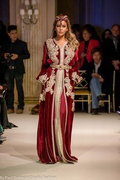 اللباس من تصميم by Fatima zohra idrissi Kaftan Moroccan, Morrocan Dress, Moroccan Fashion, Oriental Fashion, Dress Robes, Caftan Dress, Style Caftan, Hijab Dress, Prom Dress