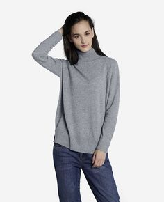 You'll actually be looking forward to gloomy winter days with the pure cashmere boyfriend turtleneck in your arsenal. Dropped sleeves, small side splits and a loose-fitting neck make this the relaxed answer to the eternal cold weather question - how to look great and stay warm. Wear it true to size for a relaxed oversized fit.