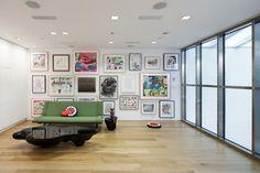 Nouveau studio de KAWS à Brooklyn par Masamichi Katayama - Journal du Design Brooklyn, Inside Art, Loft House, Interior Decorating, Interior Design, Interior Ideas, Wonderwall, Aesthetic Design, Modern Design