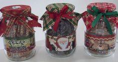Vidros de Natal com doces Christmas Treat Bags, Christmas Desserts, Diy Christmas Gifts, Christmas Cookies, Christmas Time, Christmas Bulbs, Merry Christmas, Christmas Decorations, Xmas