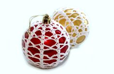 How to Crochet Lace Christmas Holiday Ornament Tutorial CrochetGeek - Her Crochet Crochet Christmas Decorations, Christmas Crochet Patterns, Crochet Decoration, Crochet Ornaments, Crochet Snowflakes, Beaded Ornaments, Christmas Tree Ornaments, Christmas Crafts, Christmas Holiday