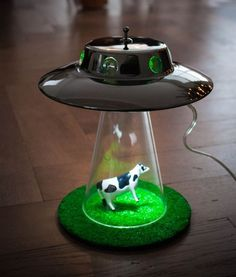 Alien Abduction light - UFO lamp by Lasse Klein is a unique lighting unit which is shaped like an UFO. Alien Abduction, Decoration Originale, Cool Gadgets, Game Room, Inventions, Cool Things To Buy, Creations, Geek Stuff, Diy Projects