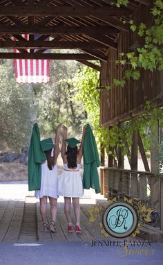 Best friend photo shoot pose. Girl graduation pose, graduation cap graduation gown. Jennifer Rapoza Photography, California www.jenniferrapozaphotography.com The Senior Model Network - Nationwide