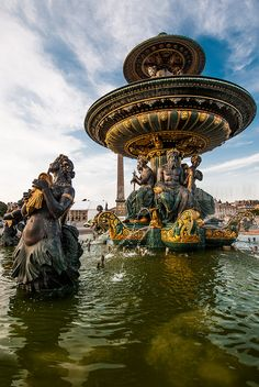 Fontaine des Mers, Place de la Concorde, Paris, France.