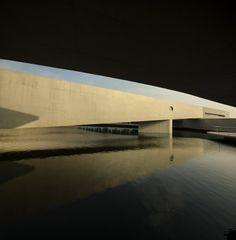 Building on the water / Alvaro Siza + Carlos Castanheira