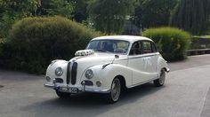 Diesen Oldtimer BMW für die perfekte Hochzeitsanreise gibts bei Hollywood Limousinen-Service (dasbrautauto.de) aus Nordrhein-Westfalen.