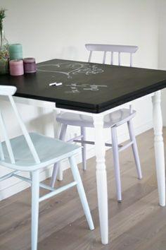 Spisebord med tavlemaling
