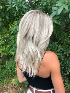 haar laagjes Receive wonderful ideas on wedding hairstyles for long hair. They are on call for you on our site. Blonde Hair Looks, Icy Blonde, Platinum Blonde Hair, Blonde Balayage, Platinum Blonde Highlights, Hair Color Guide, Gorgeous Hair, Beautiful, Dyed Hair