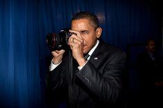 L'homme le plus puissant du monde est tranquillement en train de finir son mandat, hawaiien d'origine kényane élevé en Indonésie, blagueur, chanteur, danseur, sportif et ami des stars, a au moins le m