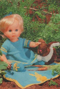 Pronk Klere vir Paasdag (Easter dress), pattern for First Love Doll from Checkers Value, April Pattern includes a bunny blanket. Pattern in Afrikaans. Bunny Blanket, Doll Outfits, Easter Dress, Afrikaans, Baby Knitting Patterns, Vintage Dolls, Doll Clothes, Free Pattern, First Love
