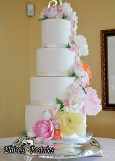 These custom made sugar flowers elevate the cake to spectacular! #warrentonVA #elegant #weddingcake #eloisespastries #flowerarangement