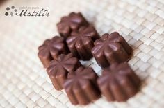 Bombones de chocolate con leche rellenos de praliné Choco Chocolate, Chocolate Desserts, Honey Pie, Zucchini, Candy Making, Truffles, Parfait, Cake Decorating, Sweet Tooth