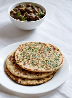 Garlic Naan recipe from Veg Recipes of India - So many Indian veggie and other veggie-only recipes