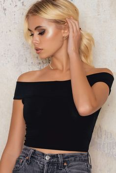 Still looking for the perfect cropped top? Here it is! The Pico Top by Motel Rocks comes in black and is the perfect cropped top, off shoulder and nice fit. We love this with high waist jeans and heels!
