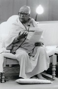 Pujya Guruji Vipassana Meditation, Old Pictures, Buddhism, Mindfulness, Statue, Portrait, India, Image, Krishna