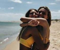 🌻 b e s t i e bff pictures, friend pictures Photos Bff, Best Friend Pictures, Bff Pics, Cute Beach Pictures, Beach Photos, Sister Beach Pictures, Tumblr Beach Pictures, Beach Instagram Pictures, Beach Tumblr