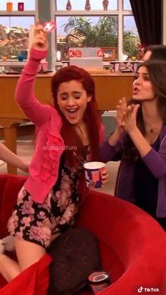 Photos Ariana Grande, Ariana Grande Cat, Ariana Grande Singing, Ariana Grande Music Videos, Ariana Grande Photoshoot, Ariana Grande Victorious, Icarly And Victorious, Cat From Victorious, Victoria Justice