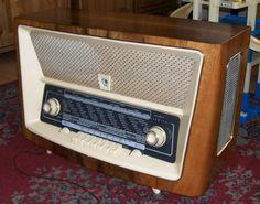 Marshall Speaker, Home Appliances, Radios, Model, House Appliances, Scale Model, Appliances, Models