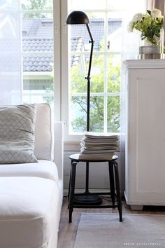 living room july / http://www.idealista.fi/vaaleanpunainenhirsitalo/