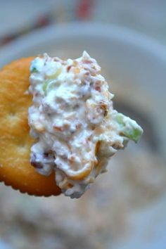 Million Dollar Cream Cheese and Garlic Dip 8 oz whipped cream cheese 1 cup of mayonnaise 2 cups of shredded colby jack cheese 5 green onions, chopped 1 square cube of Dorot Crushed Garlic cup of bacon, chopped into small pieces Easy To Make Appetizers, Finger Food Appetizers, Appetizer Dips, Yummy Appetizers, Appetizer Recipes, Holiday Appetizers, Tapas, Chutney, Mezze