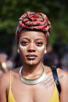 The mood at the Afropunk festival in Brooklyn was all about adventurous beauty. We LOVE this simple yet stunning eye design. Pintura Tribal, Tribal Face Paints, Tribal Paint, African Tribal Makeup, African Beauty, Afro Punk, African Face Paint, Art Visage, Make Up Gesicht