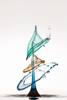 "When drops of water are transformed into art by: Markus Reugels the project ""Splash Photography""."