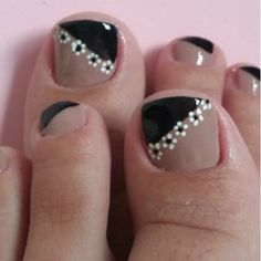 Toenail Art Designs, Nail Art Designs Videos, Pedicure Designs, Pedicure Nail Art, Toe Nail Art, Manicure And Pedicure, Fall Toe Nails, Black Toe Nails, Pretty Toe Nails
