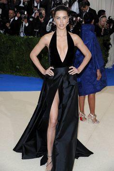 Adriana Lima en robe alberta ferretti