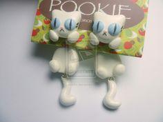 WHITE CATS earrings. Aretes de gatito blanco by akie94.deviantart.com on @deviantART